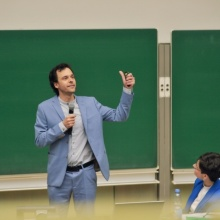 Dr.-Ing. J. Haas beim Science Slam Dr.-Ing. J. Haas beim Science Slam